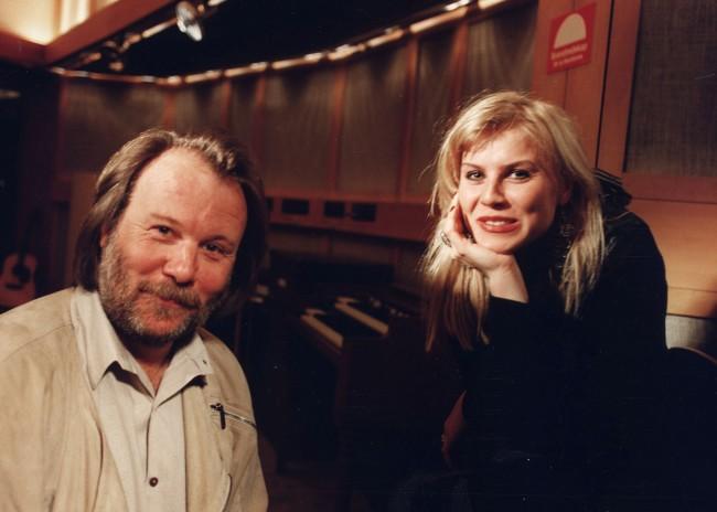 """Benny Andersson tillsammans med Josefin Nilsson. Det var Benny som skrev musiken till populära """"Älska mig"""". Foto: IBL"""