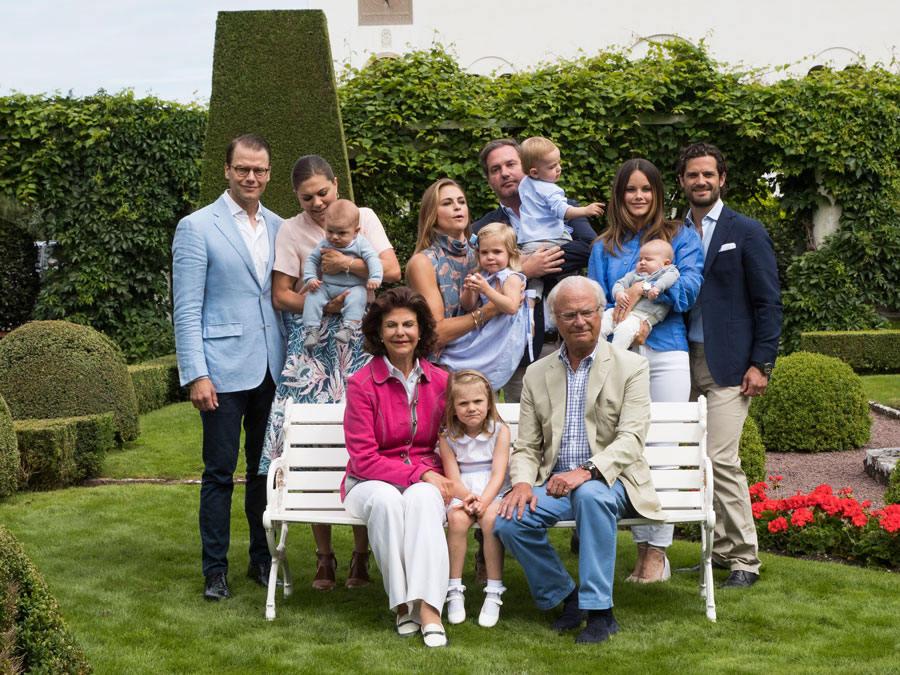 Att få till ett perfekt familjefoto är ingen enkel match. Fråga fina familjen Bernadotte.