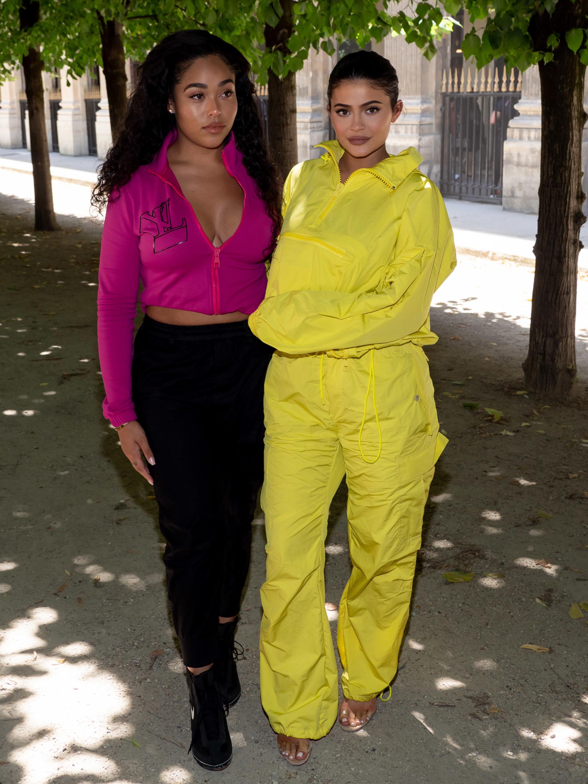 Kylie Jenner med bästa vännen Jordyn Woods under Paris Fashion Week 2018.