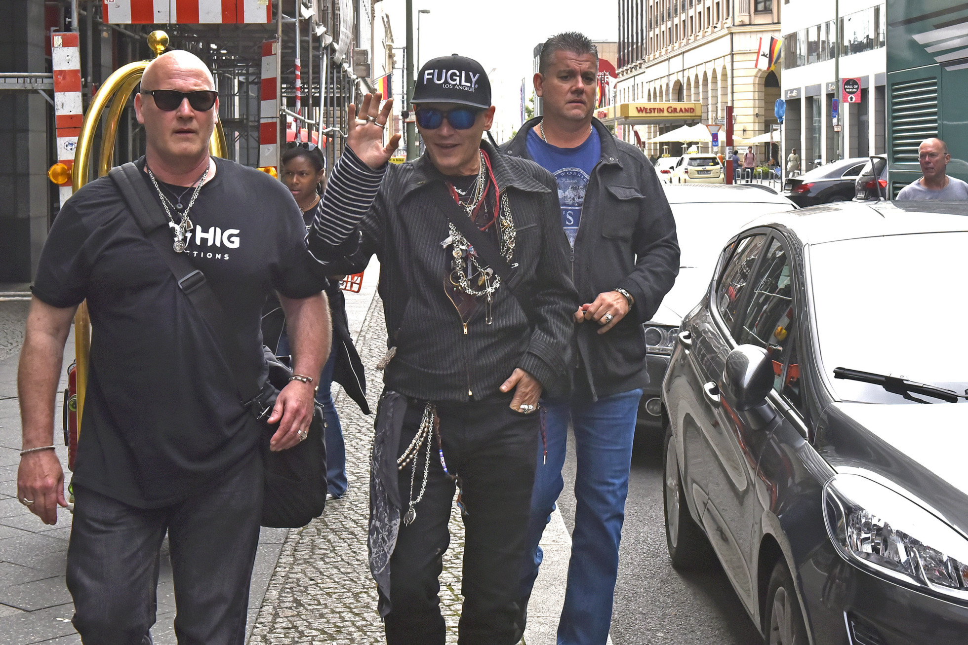 Johnny depp saljer allt i los angeles