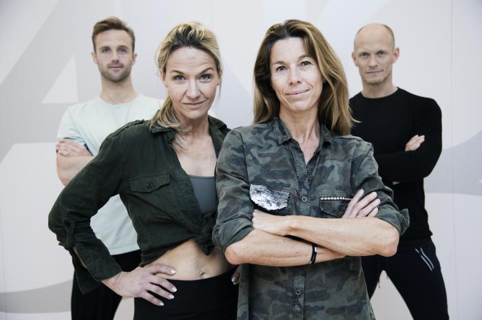 Calle Sterner, Kristin Kaspersen, Magdalena Forsberg och Tobias Karlsson står i danssalen på Let's dance