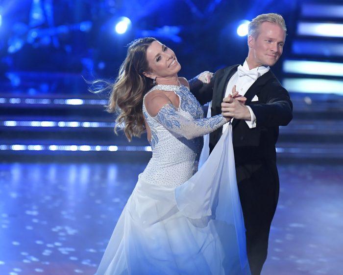 Magdalena Forsberg och Fredric Brunberg dansar i Let's dance