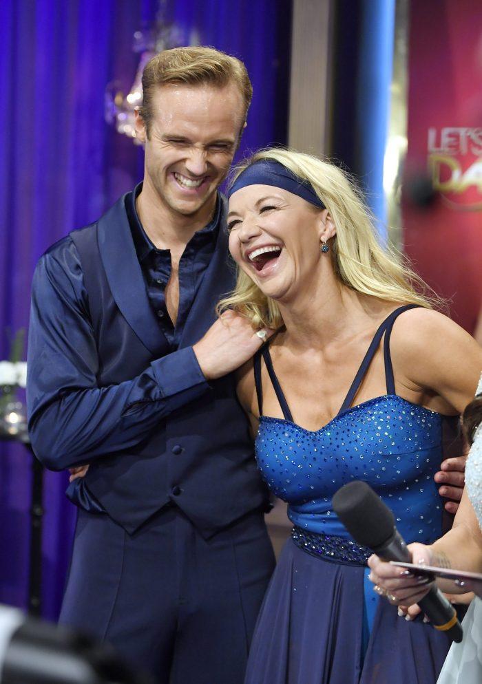 Kristin Kaspersen och Calle Sterner skrattar i Let's dance