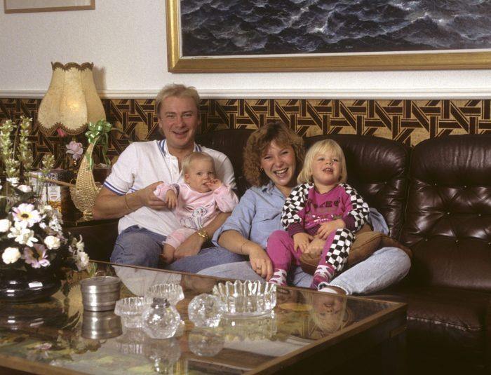 Lotta Engberg och döttrarna